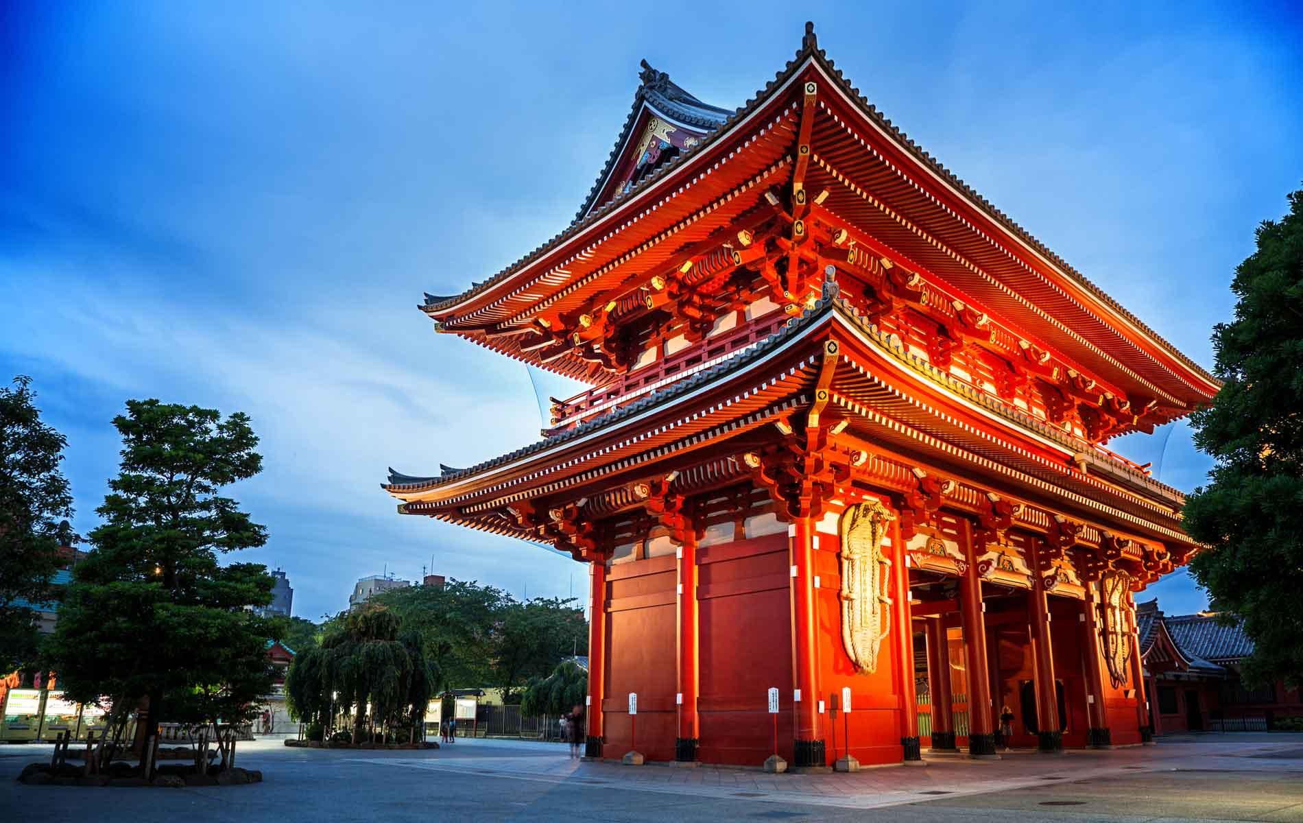 The Kaminarimon gate of the Sensoji Temple, also known as Asakusa Kannon Temple, in Tokyo Japan.