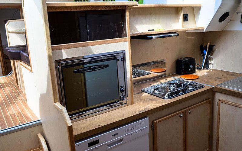 Houseboat_kitchen