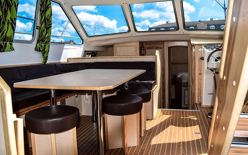 houseboat_inside2