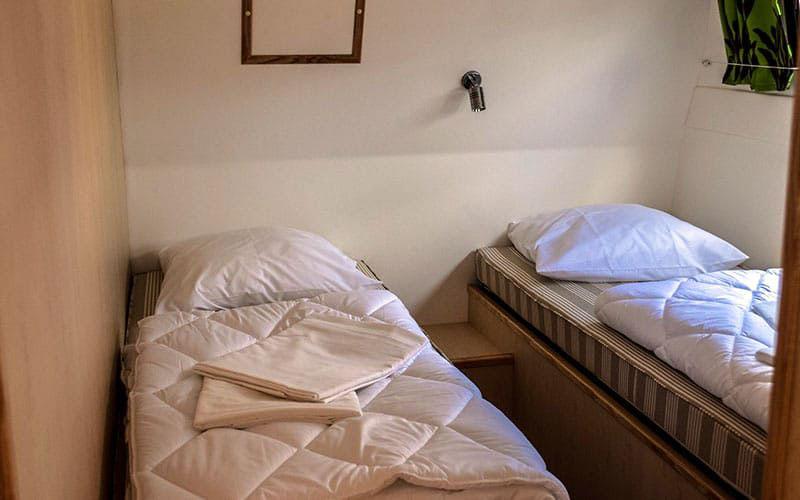 houseboat_room