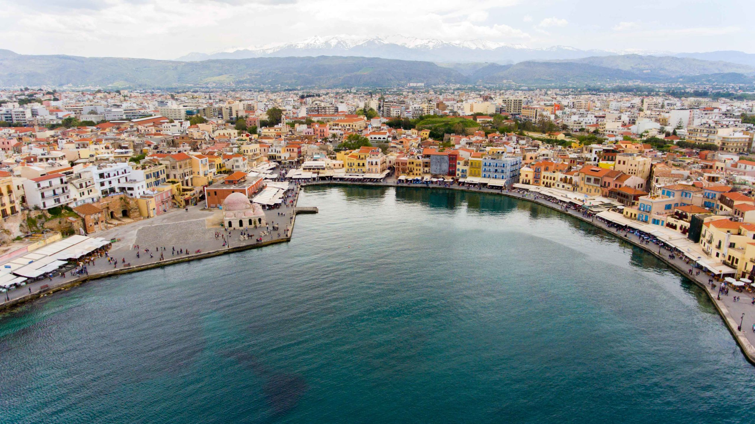 Canva---Grece-chania-town-drone-footage