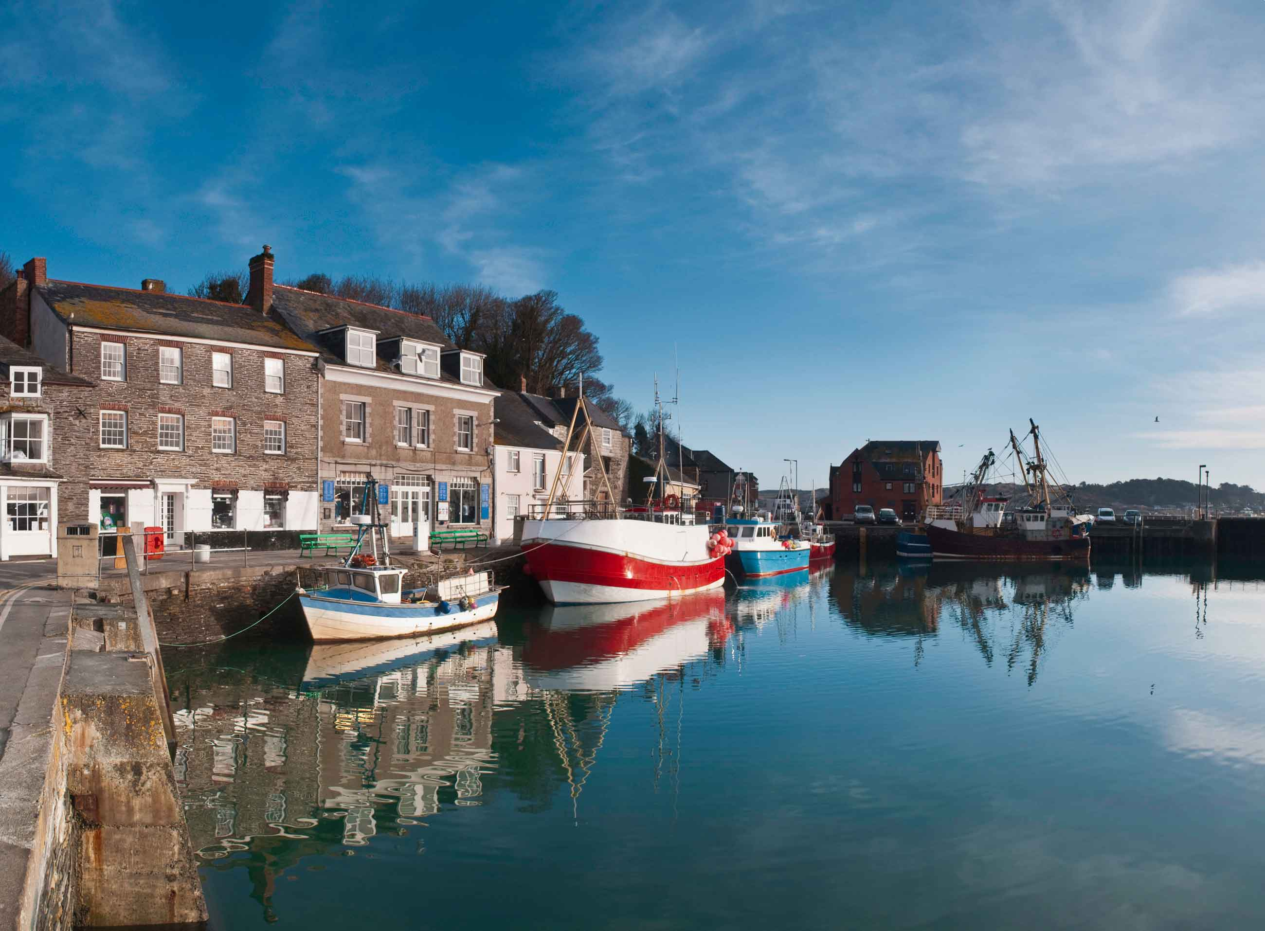 Canva---Panoramic-river-boat-view-of-Padstow-Harbor-in-Cornwall