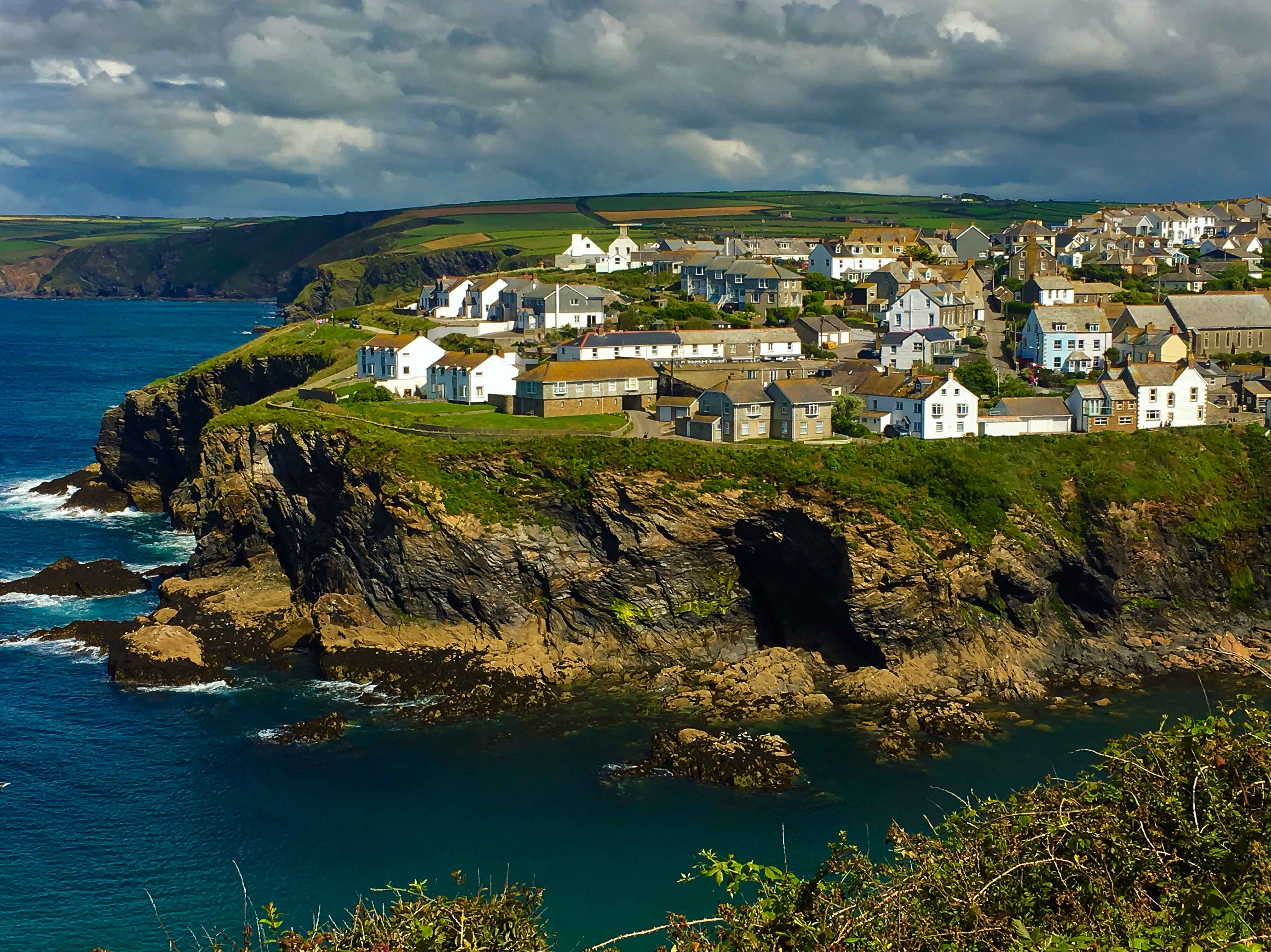 Canva---Picturesque-view-of-Port-Isaac,-fishing-village-situated-on-the-North-Cornwall-Coast