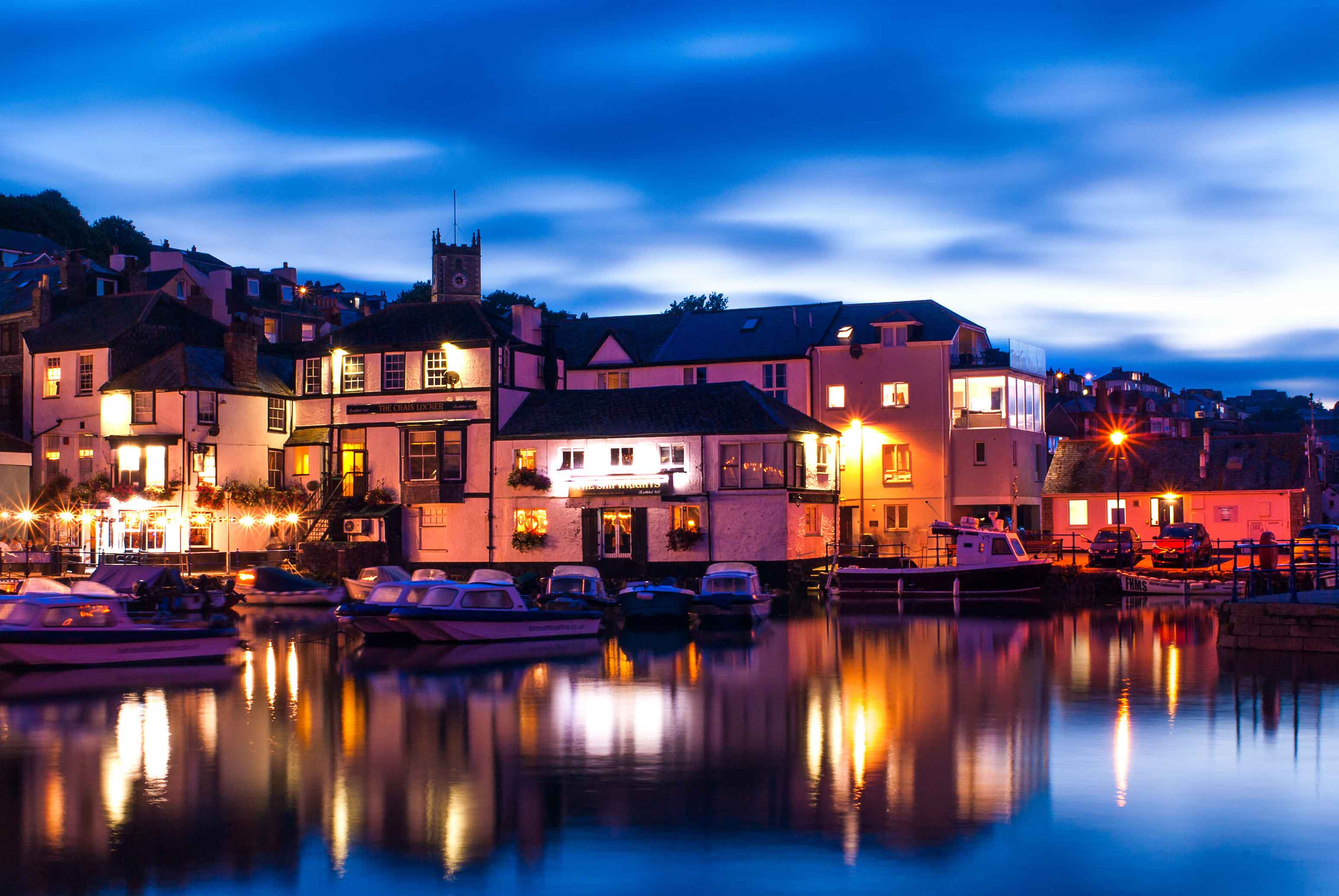 Canva---Waterfront-Pubs-in-Falmouth,Cornwall,-UK.