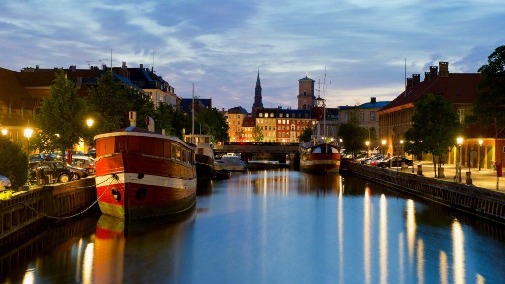 The canals in Copenhagen at dusk