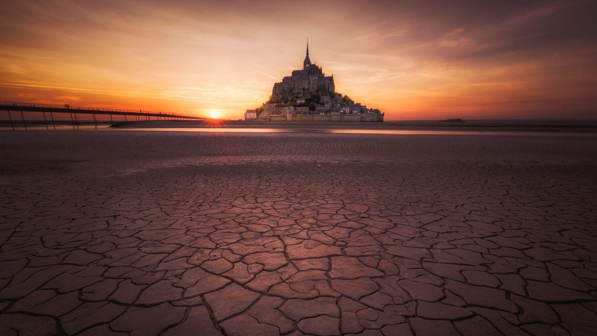 How Mont-Saint-Michel Resists All Rising Tides
